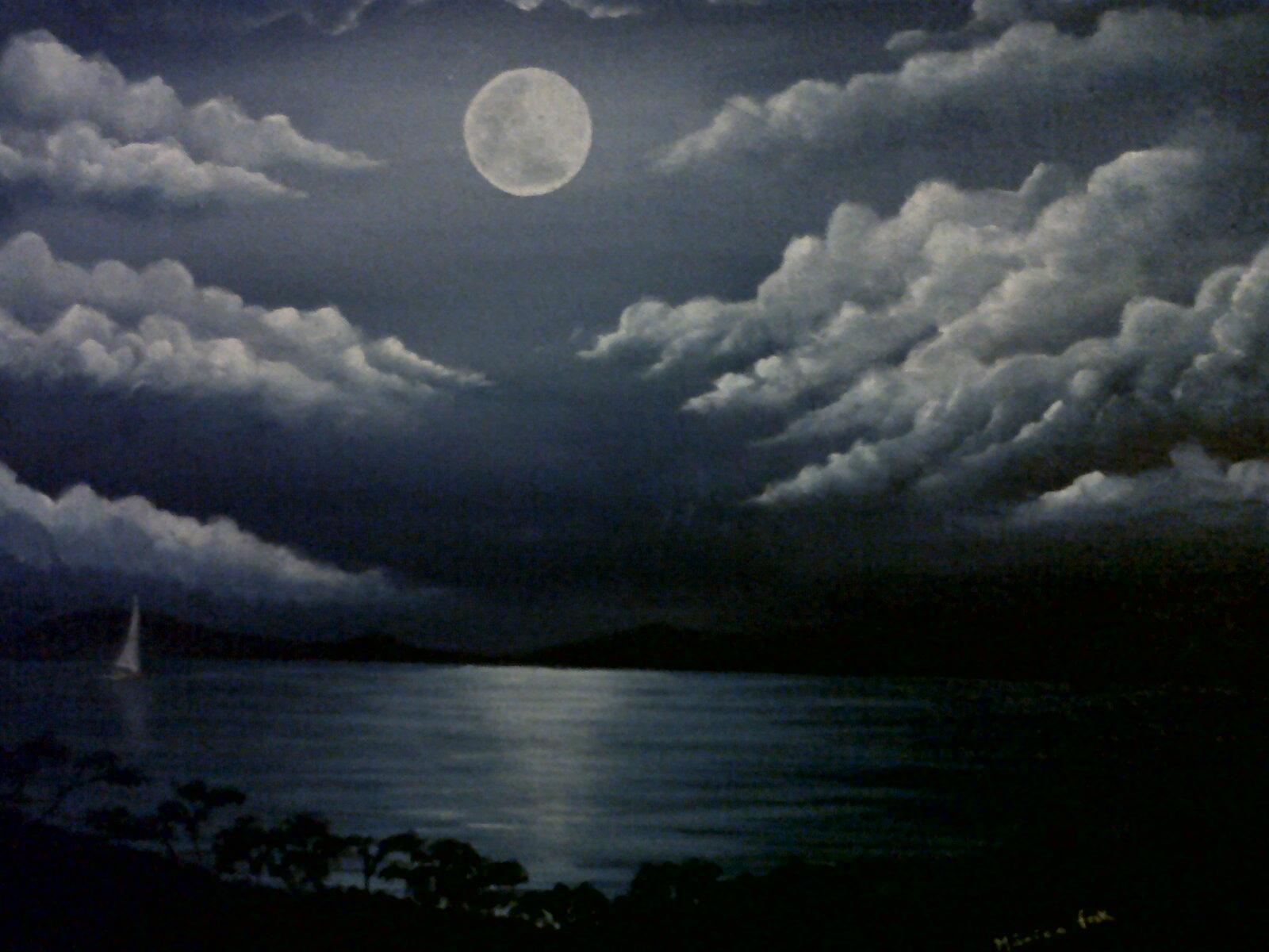 Luar Azul nas Nuvens